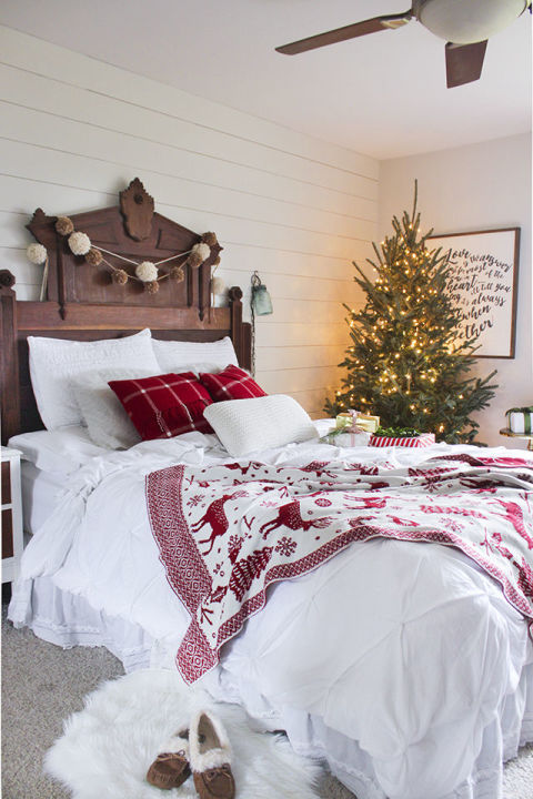 Gallery-1481042865-christmasbedroom2-11