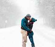 Thumb_jonas-storm-engagement-photo-in-winter-storm-kiss-0116_sq