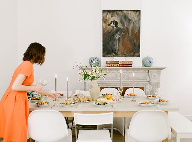Hostess_setting_table