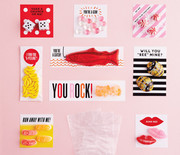 Thumb_valentines-day-02-erin-jang-cello-bag-0163-d111638_sq