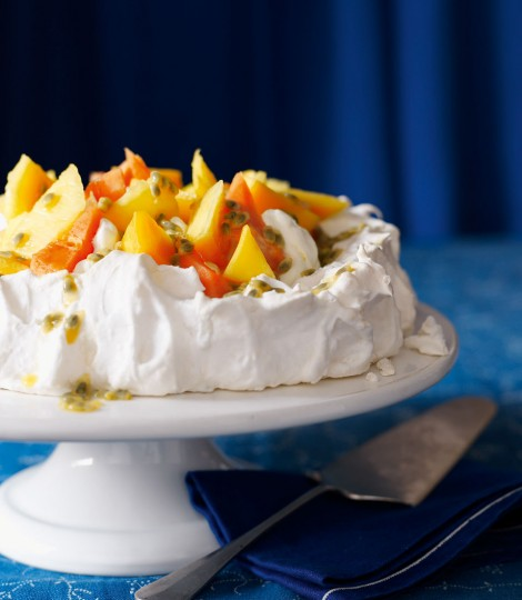482876-1-eng-gb_coconut-pavlova-with-tropical-fruit-470x540