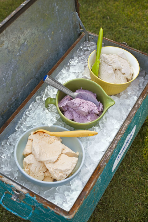 Super-bowl-sundae-ice-cream-cooler_1