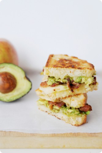 ... bread, with pepperjack cheese, avocado, bacon and apple slices