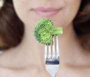 Thumb_eating-broccoli-1000