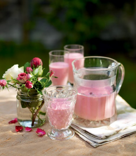 531208-1-eng-gb_lychee-raspberry-and-rose-smoothie-470x540