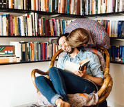 Thumb_couple-kissing-reading-1000
