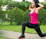 Thumb_woman_doing_lunge_in_park