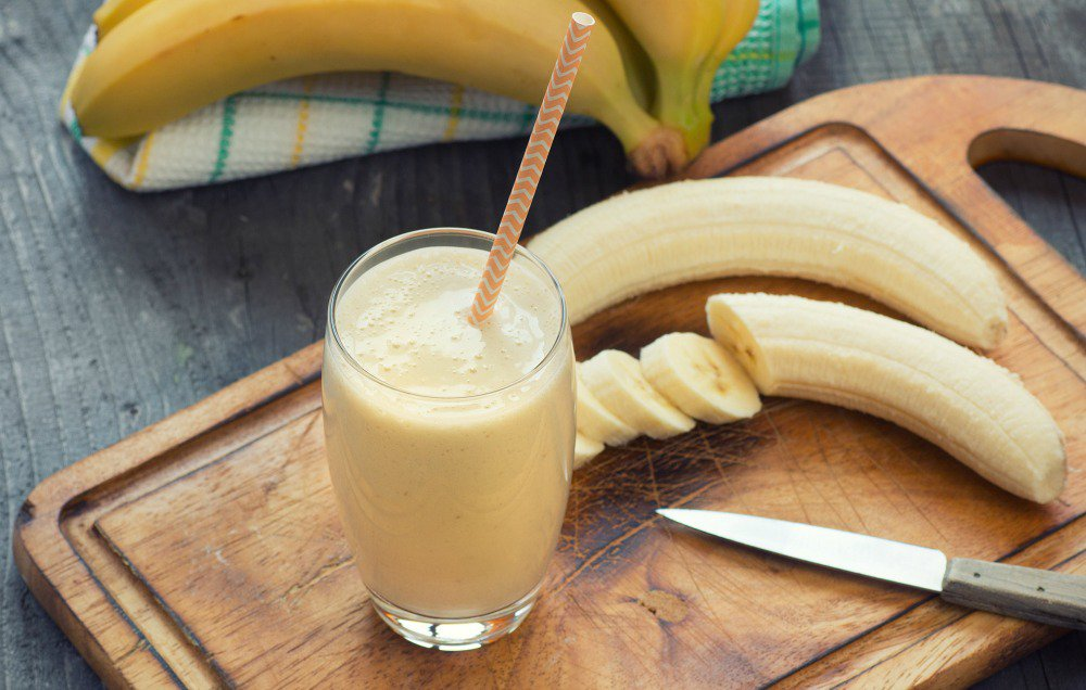 Probiotic-foods-banana-kefir-smoothie