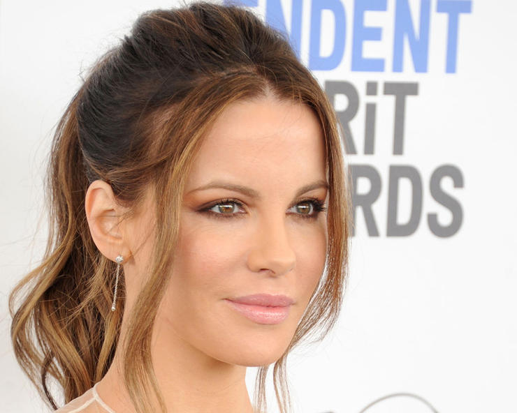1_gettyimages-645433082-kate_beckinsale-gregg_deguire-contributor