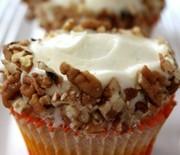 Thumb_carrot-cupcakes-with-cream-cheese-frosting-323x500