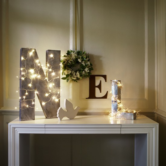 Christmas-lighting-table-display