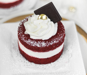 Thumb_sprinklebakes-red-velvet-mini-cakes-2-1