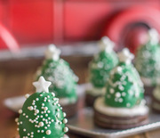 Thumb_chocolate-covered-strawberry-christmas-trees-3