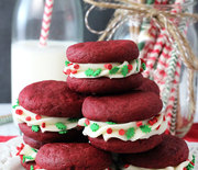 Thumb_red_velvet_cookie_sandwiches4
