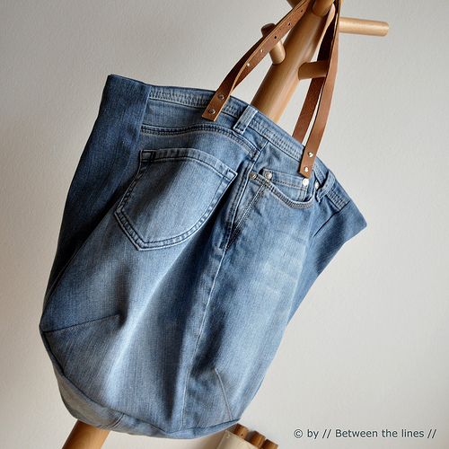 Upcycling blue jeans into a bag for Jeans upcycling ideas