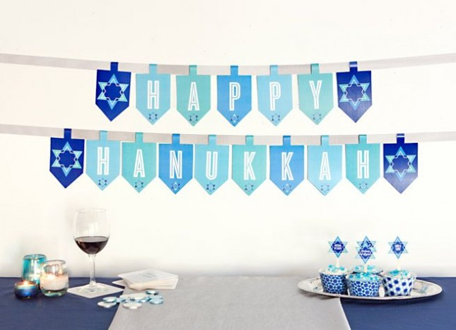 18 diy ideas to decorate your home for hanukkah for Hanukkah home decorations
