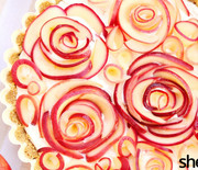 Thumb_1-apple-roses-pie-in-pan
