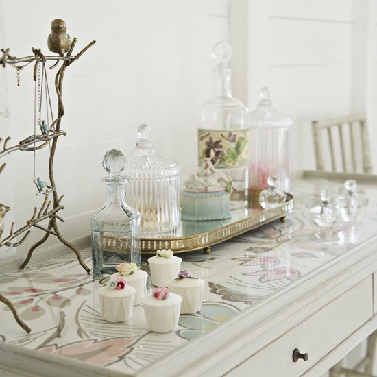 Pretty-bedroom-dressing-table