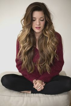 Glamorous-long-wavy-hairstyle-for-thick-hair