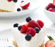 Thumb_no-bake-frozen-cheesecake-with-berries-600x900