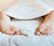 Thumb_feet-bed