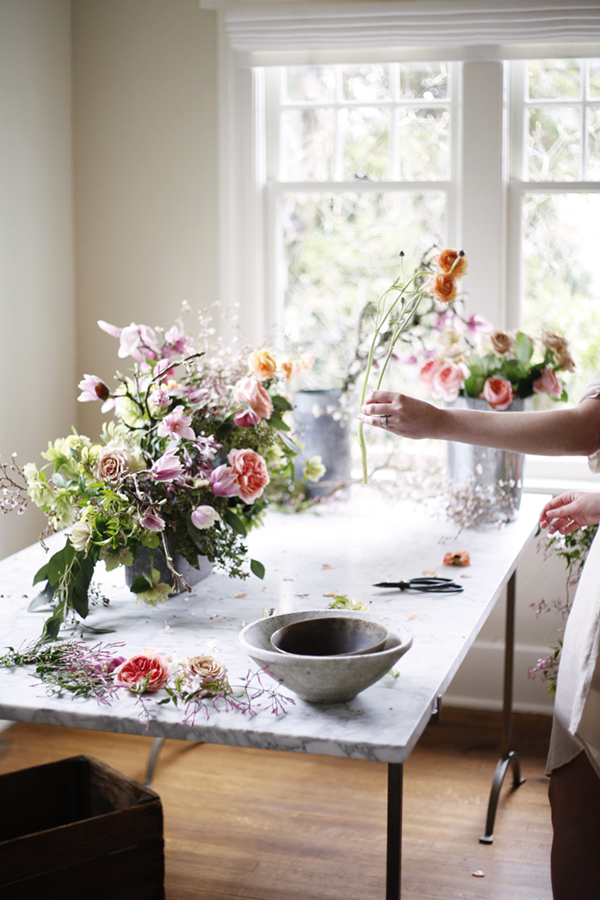 Spring-floral-arrangement-tutorial-from-cozbi-jean-and-coco-kelley-fill-in-the-gaps