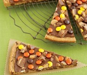 Thumb_peanut-butter-cookie-pizza