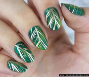 Thumb_hbz-holiday-nails-chelseaqueen