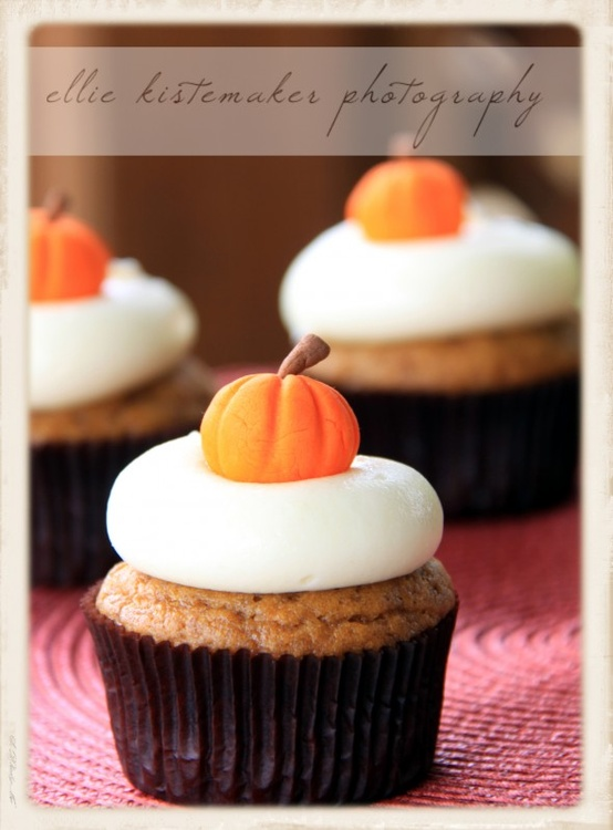 Pumpkin-cupcakes-maple-cream-cheese-icing1