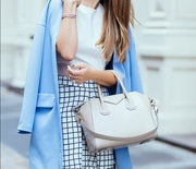 Thumb_5.-white-bag-with-modern-chic-outfit